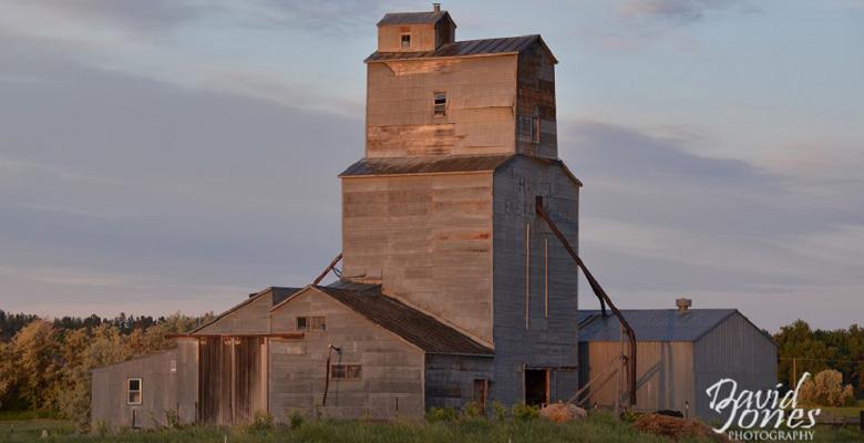 slideshow-Visit-Roundup-Montana-Wheat-Bin