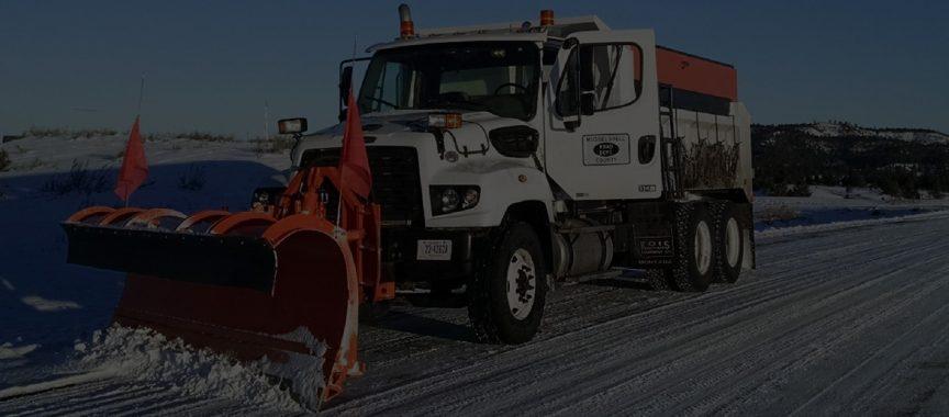 County Road Plow ini Winter